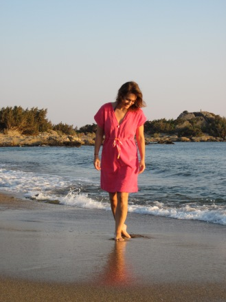 HotPatterns and Fabric.com Peachy Beachy Cover-up - refashioned from a bathrobe!